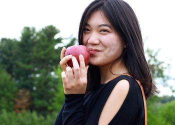 Darlina at apple picking
